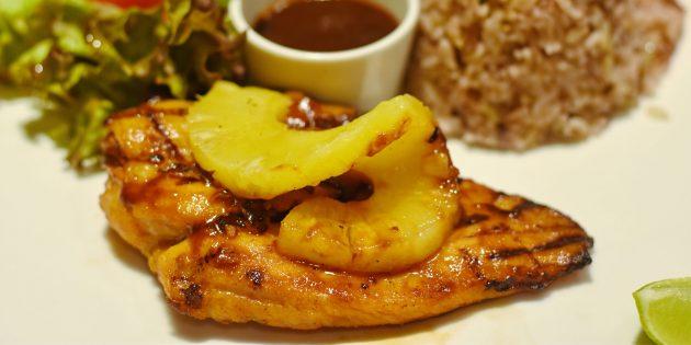 Курица, запечённая с ананасами и лаймом