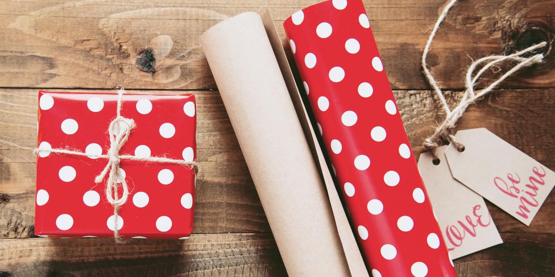 Лайфхак: как упаковать подарок, если не хватает обёрточной бумаги