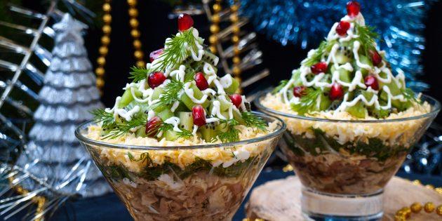 Новогодний салат «Ёлочка» с курицей и киви: рецепт