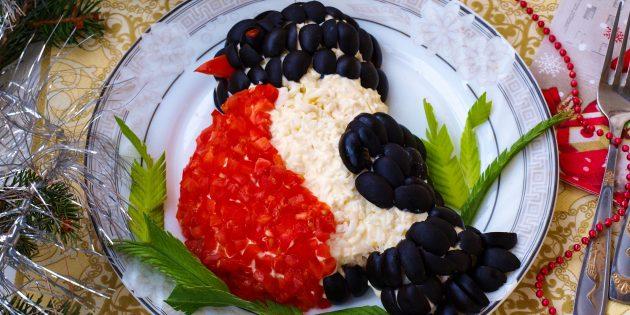 Новогодний салат «Снегирь» с курицей и рисом