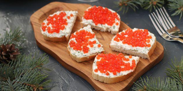 праздничные бутерброды с фетой и красной икрой