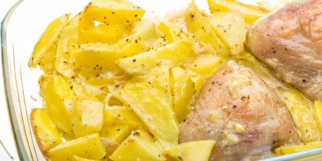 простой рецепт курицы с картошкой, майонезом и чесноком в духовке