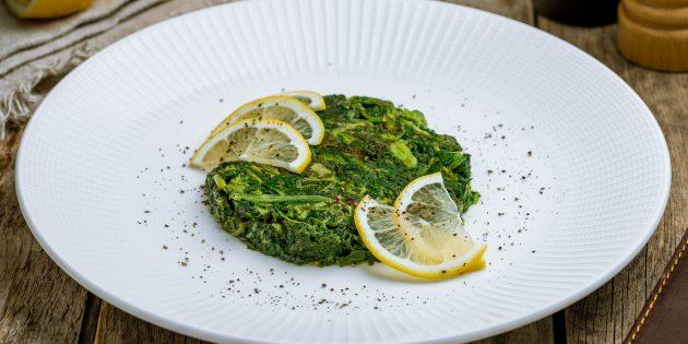 Жареный шпинат с имбирём и лимонным соком