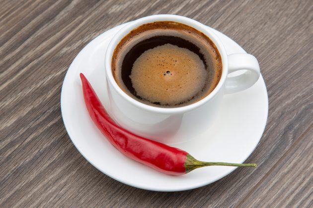 Жгучий кофе с кардамоном и перцем