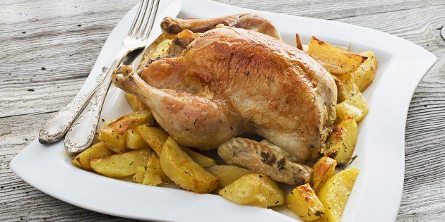 Курица целиком с картошкой и орегано в духовке