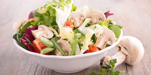 Диетический салат с шампиньонами, помидорами, огурцом и яйцами