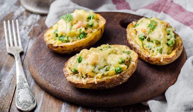 Картошка с сыром и тунцом в микроволновке