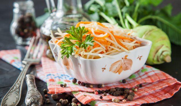 Душистый салат из кольраби на зиму с морковью и чесноком