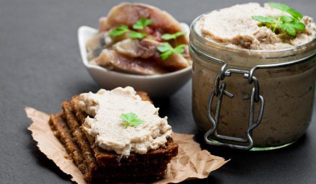 Бутерброды с селёдочным маслом