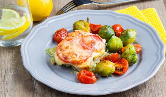 Рыба, запечённая в духовке с сыром и помидорами
