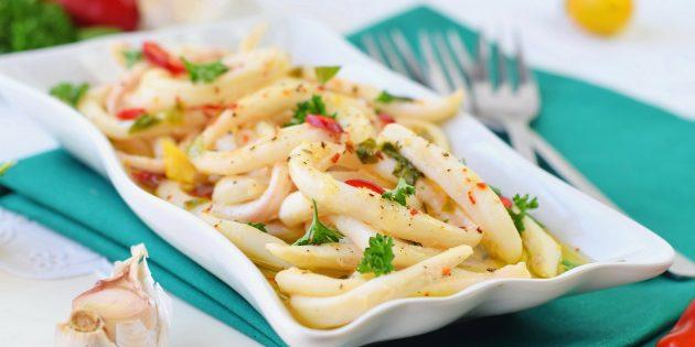 как приготовить маринованные кальмары с лимоном, чесноком и перцем