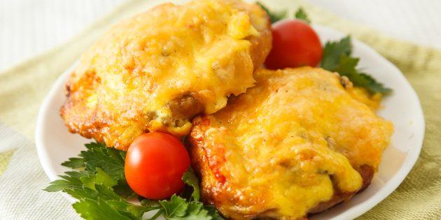 Мясо по-французски с сыром и грибами: простой рецепт