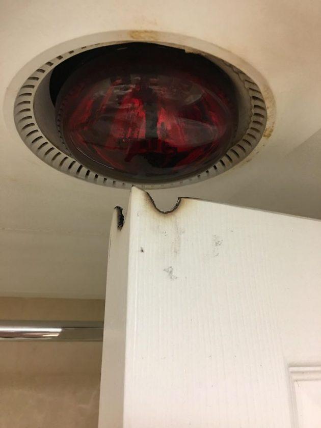 опасная лампа в ванной
