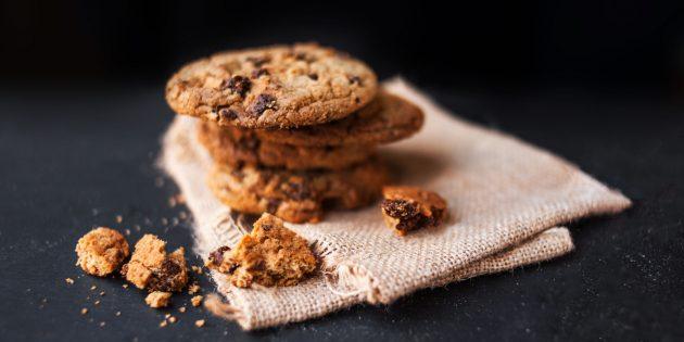 Простой рецепт овсяного печенья с шоколадом и орехами