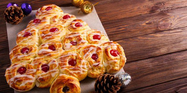 Вкусные закуски на праздничный стол: Новогодняя ёлочка из булочек «Челси»