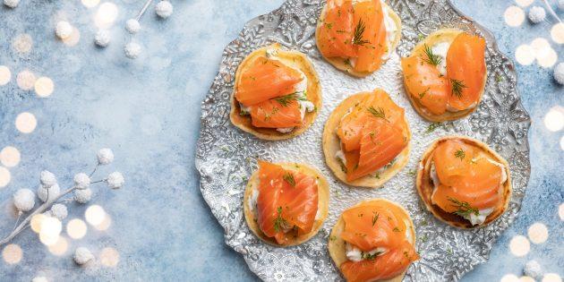 Вкусные закуски на праздничный стол: Блинчики с копчёным лососем