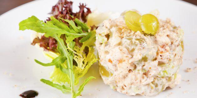 Салат с виноградом, мясом и овощами: простой рецепт