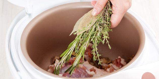 Сколько варить говядину в мультиварке: добавьте специи