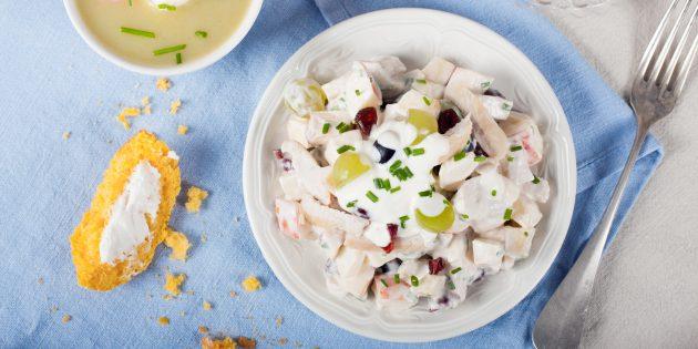 Салат с виноградом, яблоками и курицей: простой рецепт