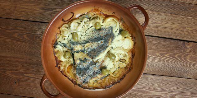 Как приготовить рыбу в духовке: камбала с луком и сметаной