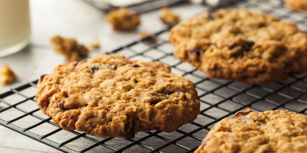 Овсяное печенье с бананом, орехами и изюмом: простой рецепт