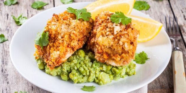 Рыба с панировочными сухарями и томатным соусом в духовке: простой рецепт