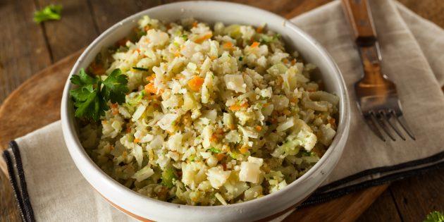 Рецепты диетических блюд: рис из цветной капусты с овощами и яйцами