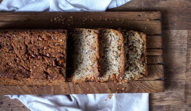 Злаковый хлеб с семечками и орехами