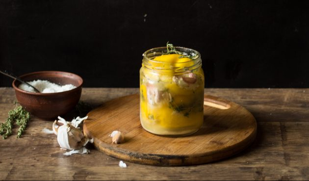 Консервированные лимоны с тимьяном и чесноком