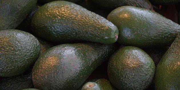 Как выбрать авокадо: обратите внимание на цвет и состояние кожуры