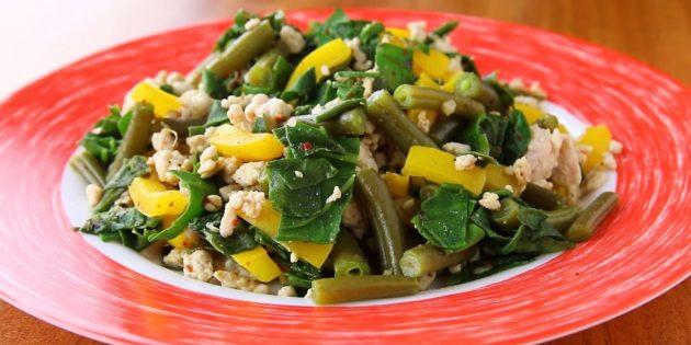 Диетическое рагу из индейки со стручковой фасолью, перцем и шпинатом: простой рецепт