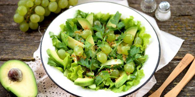 Салат с виноградом, авокадо и огурцом