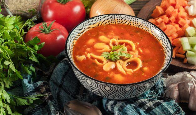 Итальянский томатный суп с индейкой, пастой и фасолью