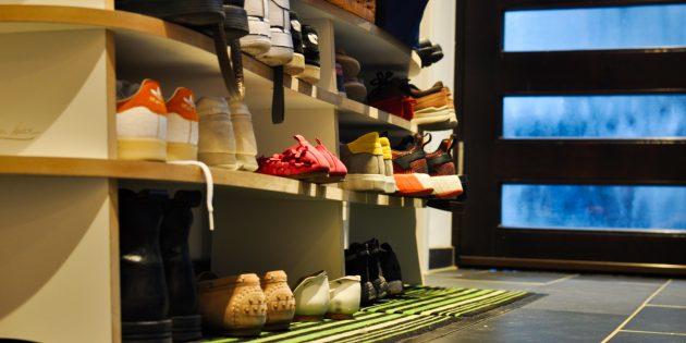 Как навести порядок в доме: уберите обувь в шкафы