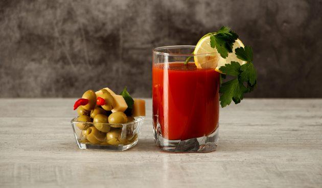 «Кровавая Мэри» из свежих помидоров