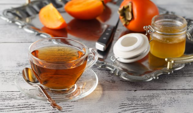 Пряный чай с хурмой, имбирём и корицей