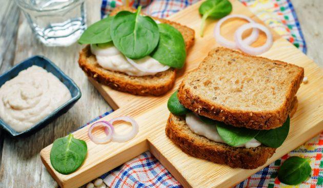 Вегетарианские сэндвичи с фасолевым паштетом