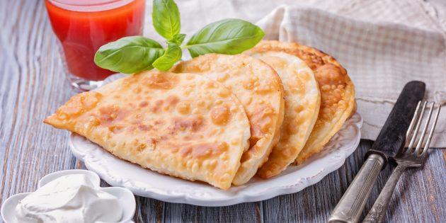 Как приготовить тесто для чебуреков: простой рецепт