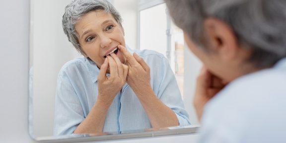 Почему зубы портятся с возрастом и что с этим делать