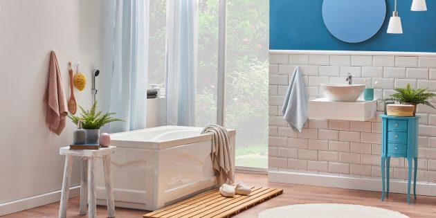 Стильное оформление интерьера: яркая ванная