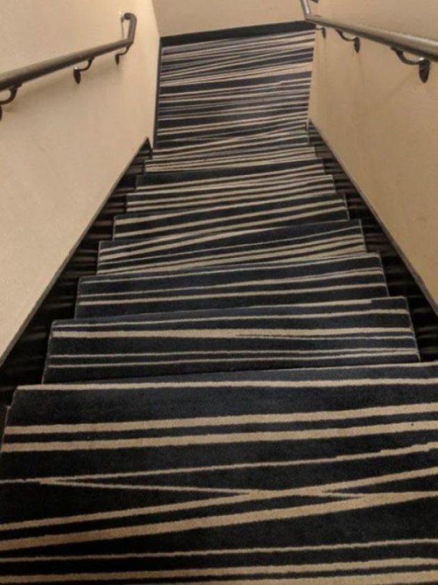 опасный ковёр на лестнице