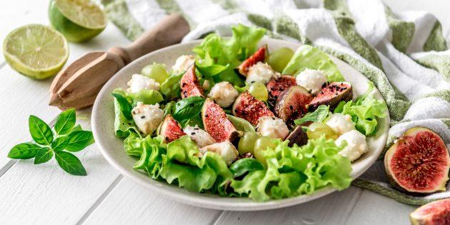 Салат с моцареллой, виноградом и инжиром