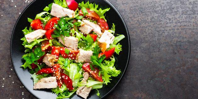 Рецепт праздничного салата из курицы и овощей с кунжутом