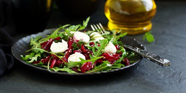 Салат с моцареллой, руколой и свёклой: простой рецепт