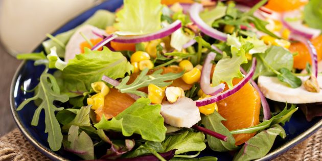 Рецепты: Праздничный салат из куриной грудки с апельсинами