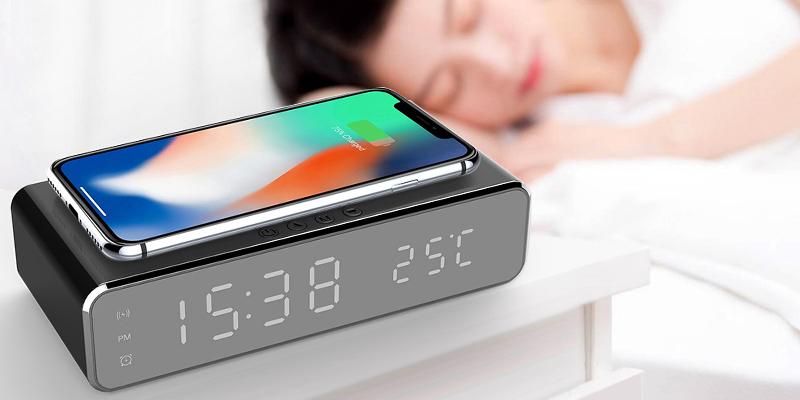 Цифровой будильник с функцией беспроводной зарядки - Лайфхакер