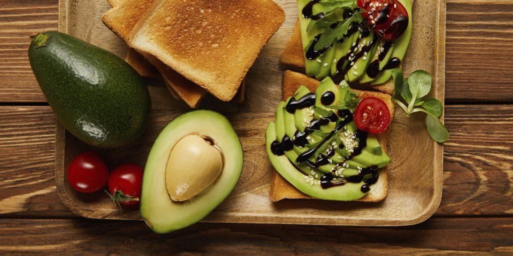 Авокадо: как его едят и с чем сочетают в кулинарии
