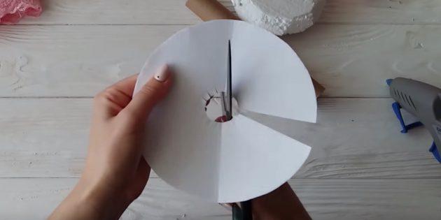 Как сделать букет из конфет: подрежьте середину круга