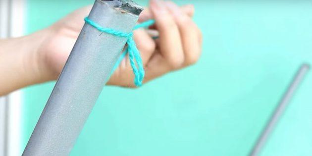Помпон своими руками: привяжите нитки к стулу