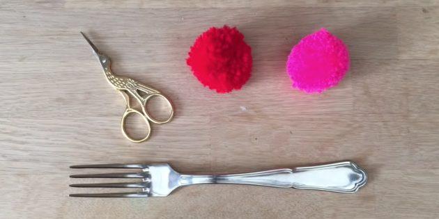Как сделать помпон с помощью вилки